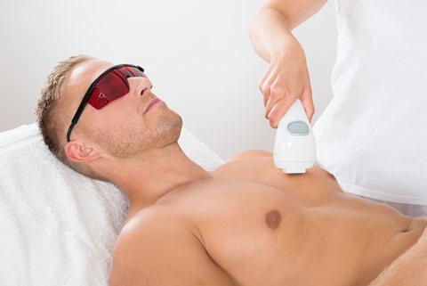 男も脱毛する時代。メンズ脱毛は医療機関でする方がいいってホント?