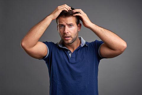 円形脱毛症の原因とは?治療期間や効果的な治療法も解説
